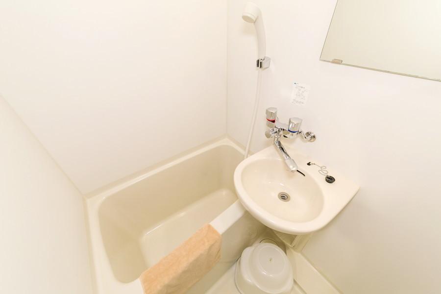 雨の日でも気軽に洗濯物を乾かせる浴室乾燥機付きバスルーム