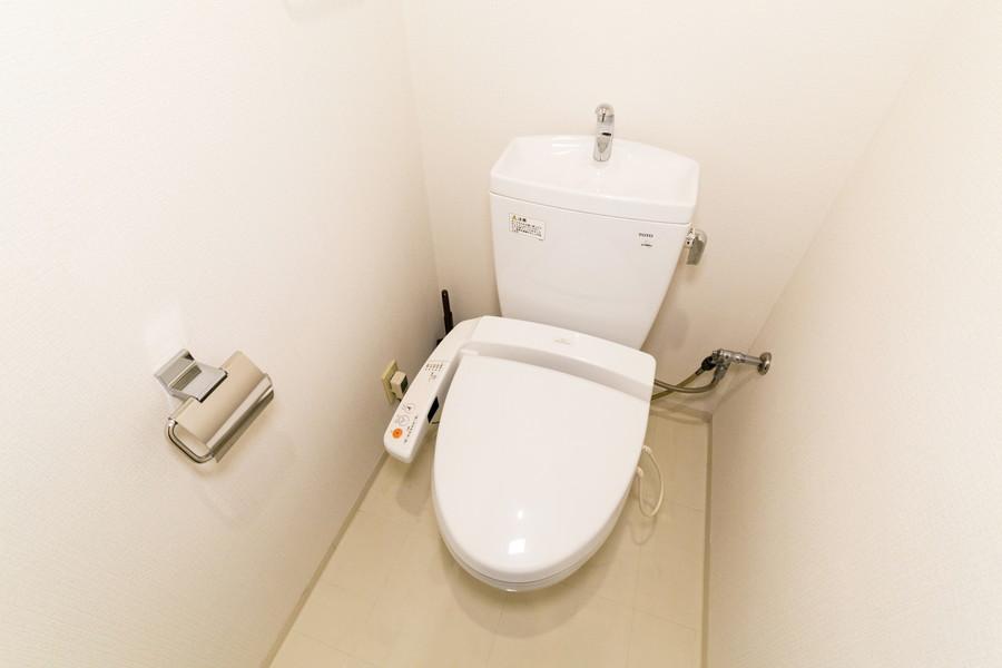 衛生面が気になるお手洗いは人気のシャワートイレタイプ
