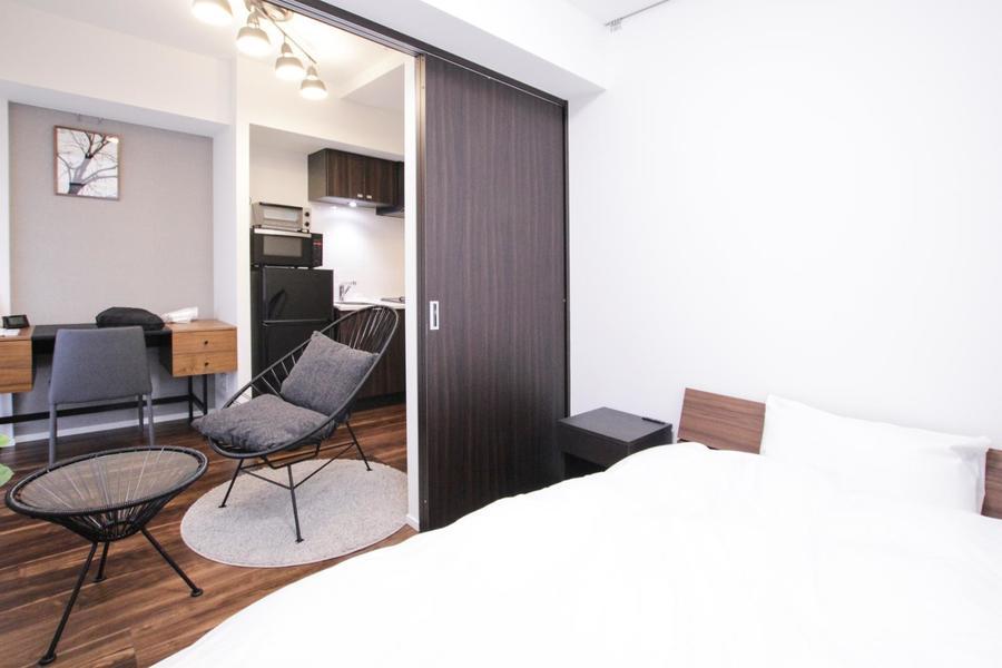 寝室はリビングに隣接。扉を開けて広くもお使いいただけます