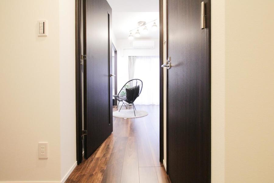 リビングと廊下の間には仕切り扉を設置。来客時も室内が見えず安心です