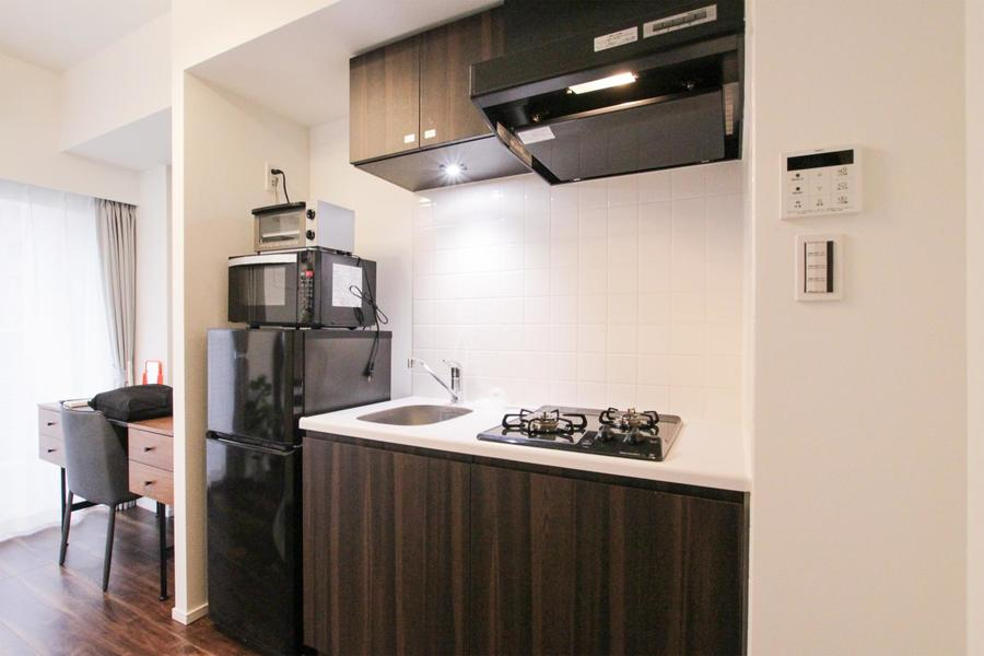 上下にたっぷりの収納を備えたキッチン。安心火力のガスコンロです