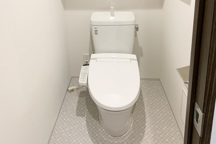 清潔感あるお手洗いは人気なシャワートイレタイプ