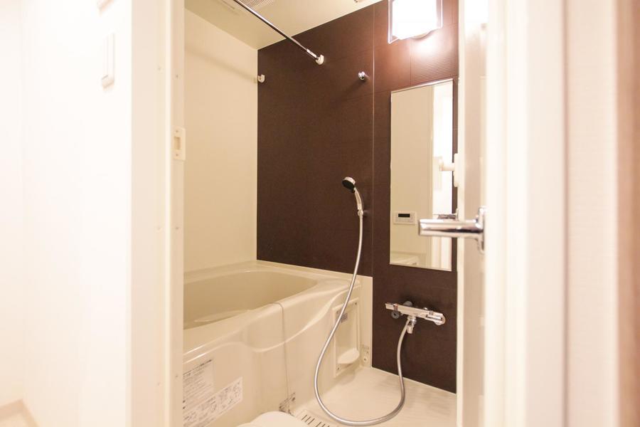 お風呂はゆったり過ごせる広さ。嬉しい浴室乾燥機能付きです
