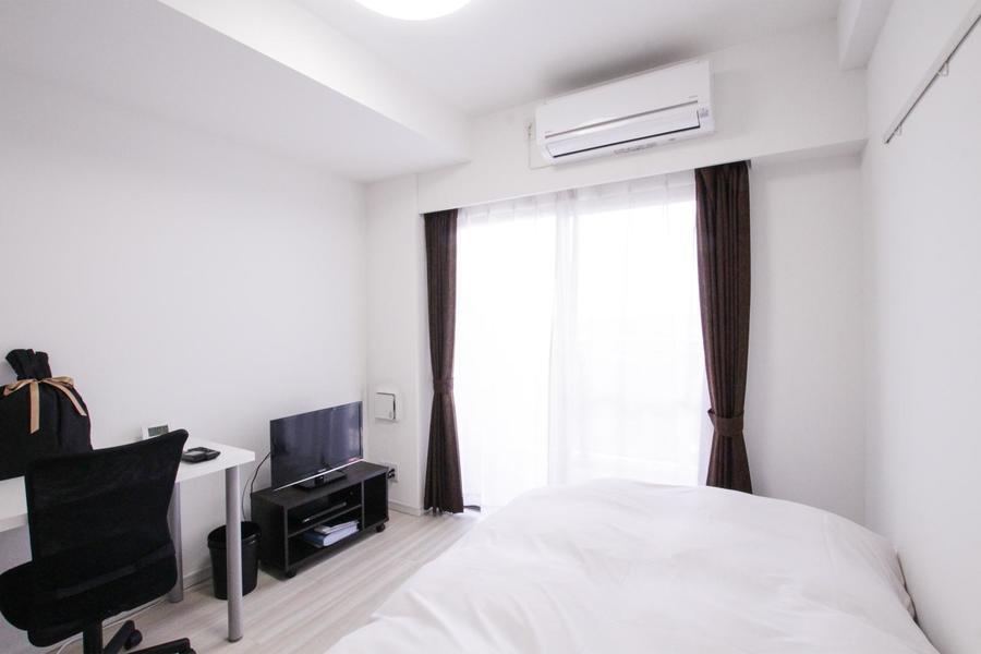 白系統の色合いでまとめたシンプルな1Kルーム。年齢性別問わず過ごしやすいお部屋です