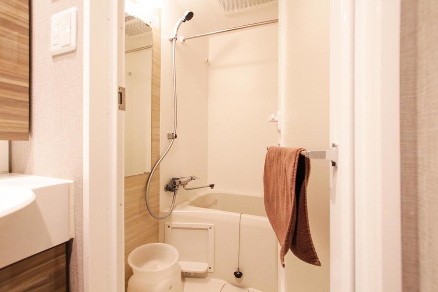 浴室には人気の浴室乾燥機搭載。花粉やホコリを気にせずお洗濯が可能です
