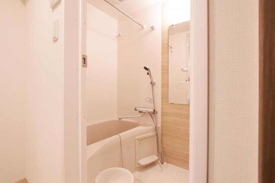 お風呂は浴室乾燥機能つき。雨の日のお洗濯物も安心です