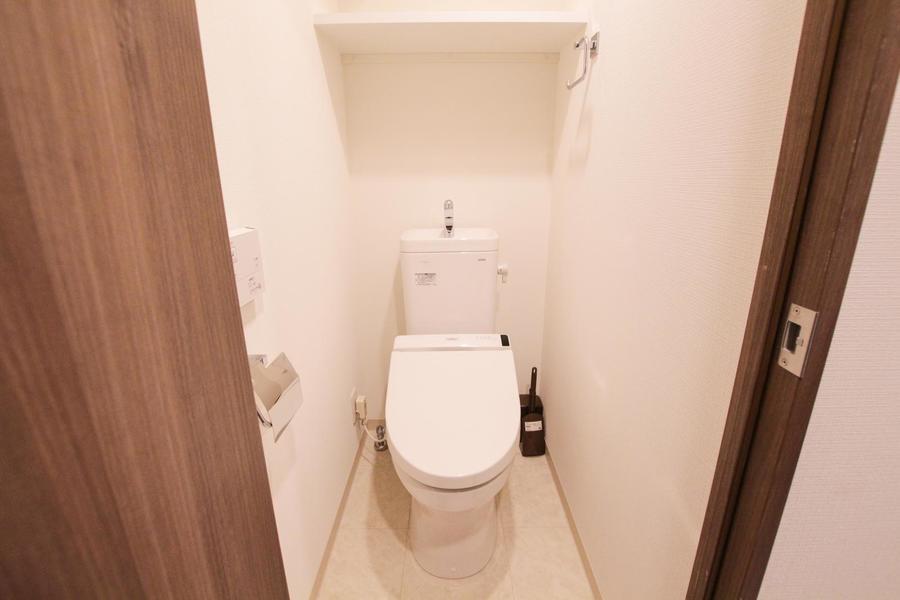 お手洗いはホワイト調で整えられ、清潔感があります