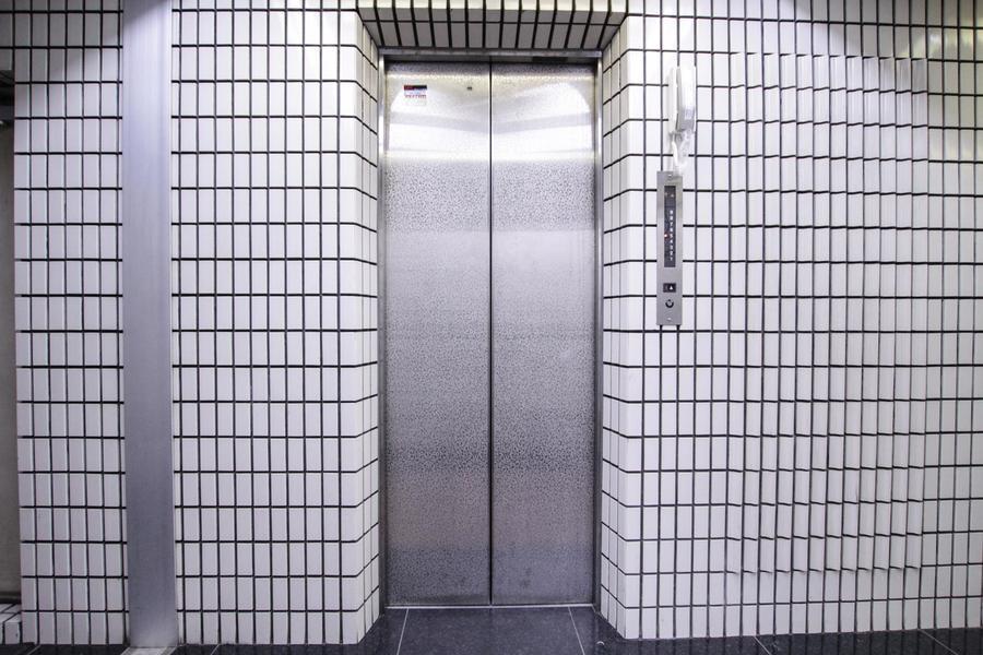 エレベーター(1F)
