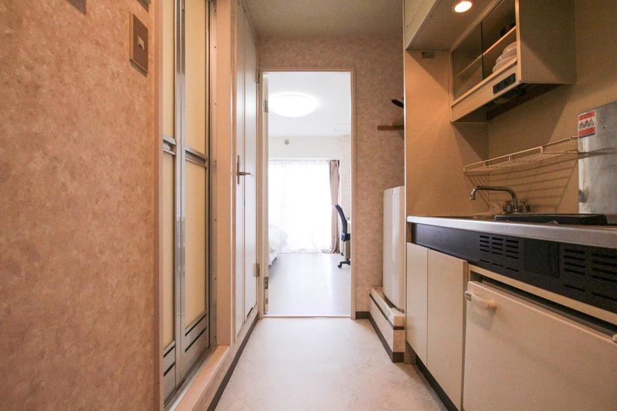 お部屋と廊下の間には仕切り扉を設置。来客時のプライバシー保護に!