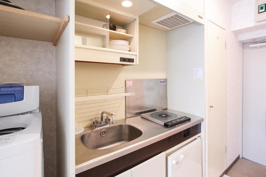 キッチンはコンパクトながら広めの作り。IHコンロ搭載です