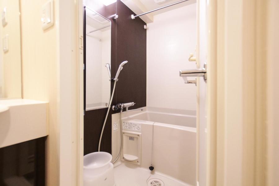 たっぷり広めのお風呂。一日の疲れを洗い流す癒やしの空間