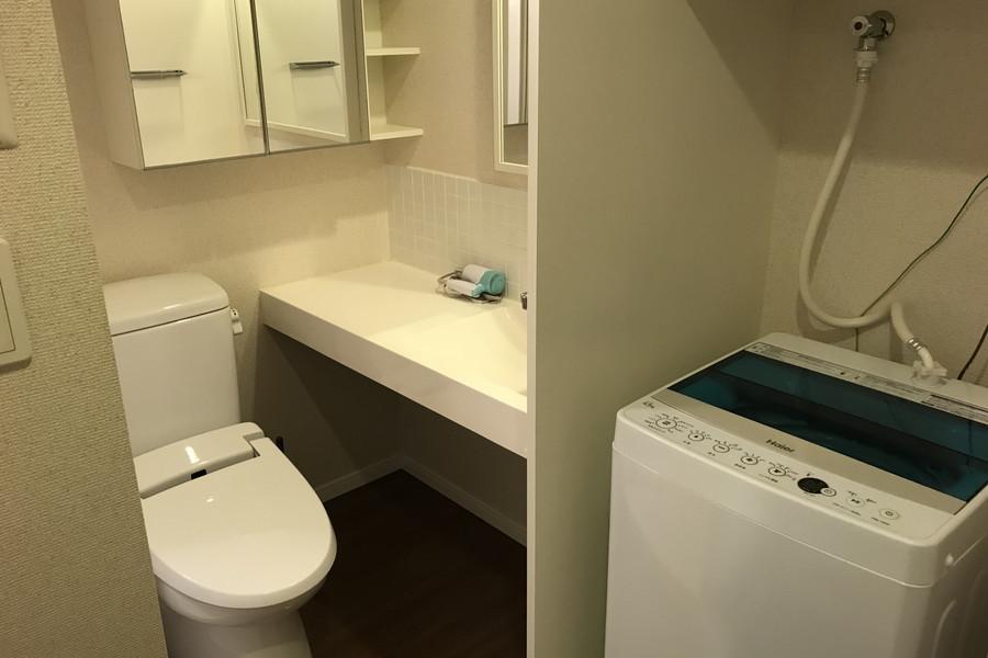 お手洗いは人気のセパレート式。洗濯機も室内置きで安心です