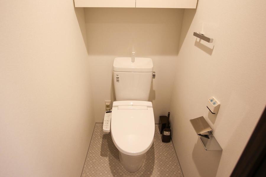 清潔感あるお手洗いは人気設備のシャワートイレタイプ
