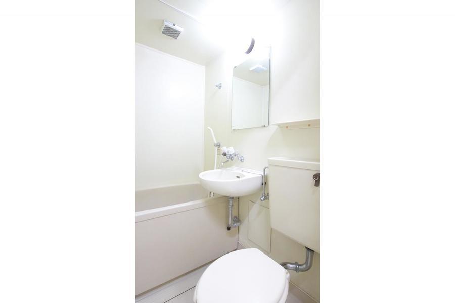 バスルームは水回りをひとつにまとめたユニットタイプ