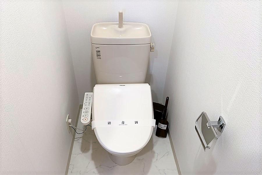 清潔感のあるお手洗いは人気のシャワートイレタイプ