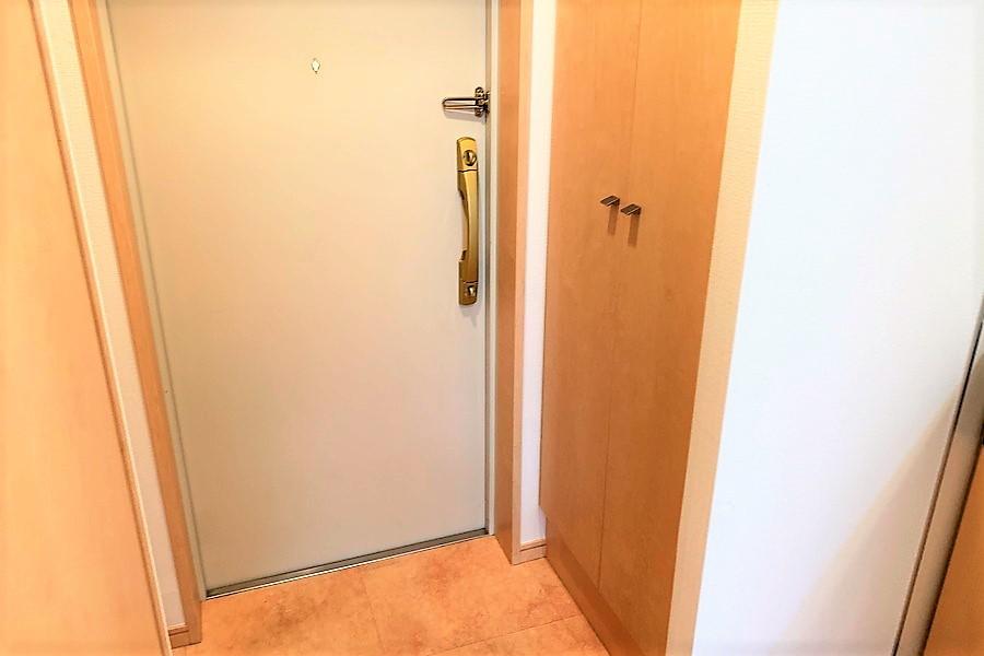 背の高いシューズボックスで玄関先もすっきり片付きます