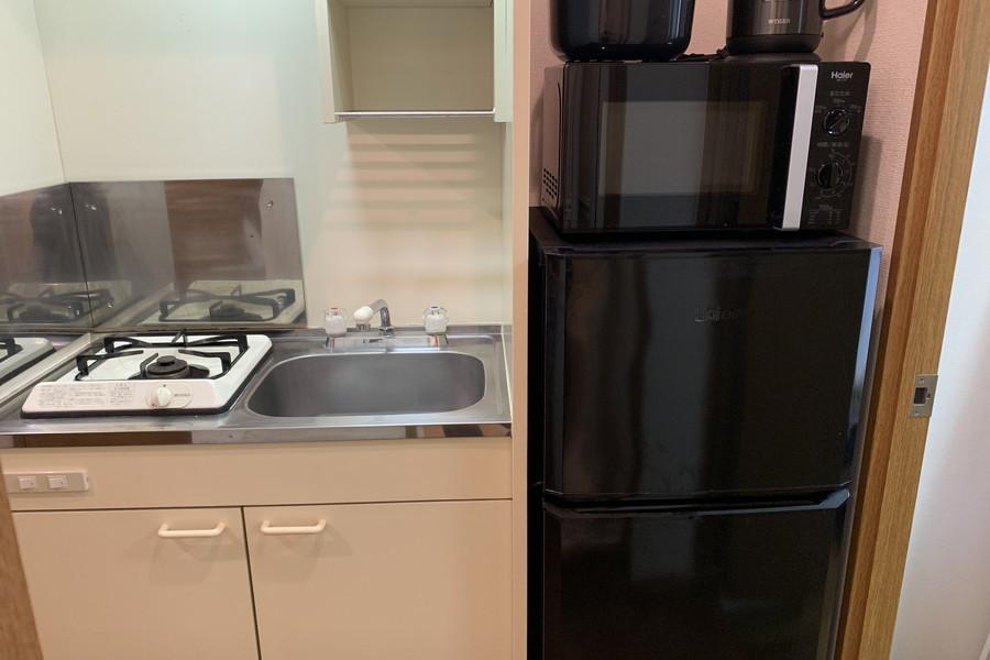 冷蔵庫や電子レンジなどの家電類は手の届きやすいシンク横に設置