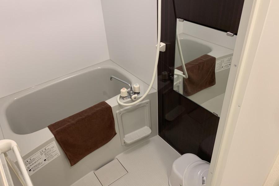 バスルームはゆとりある広さ
