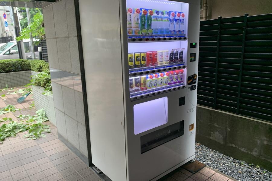 夜間の防犯にも一役担う自動販売機が設置