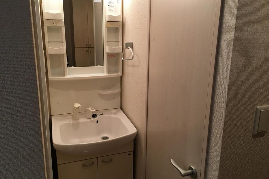コンパクトな洗面台は毎日の身だしなみに