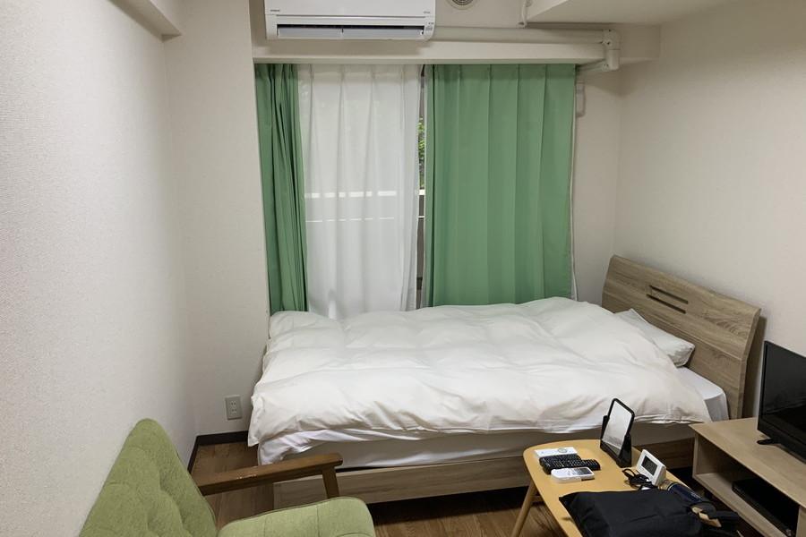 セミダブルベッドを置いてもゆとりあるお部屋です