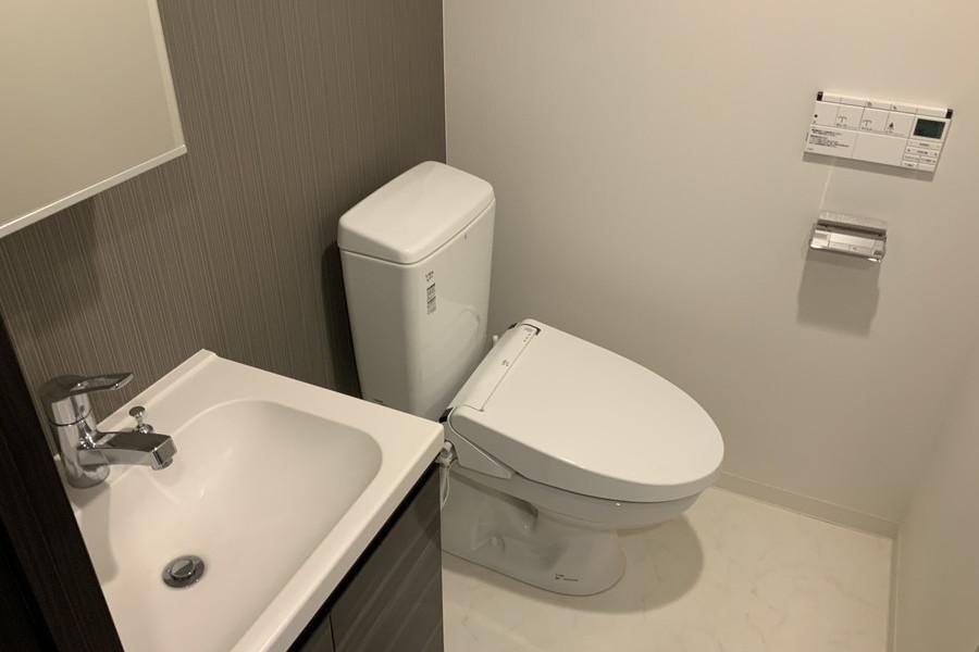 トイレ(ウォシュレット付き)・洗面台
