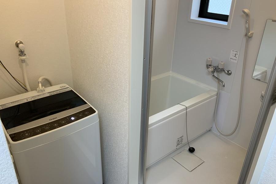 清潔感あるバスルーム。安心&安全な室内洗濯機