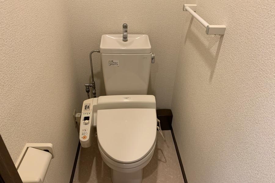 お手洗いはシャワートイレタイプです