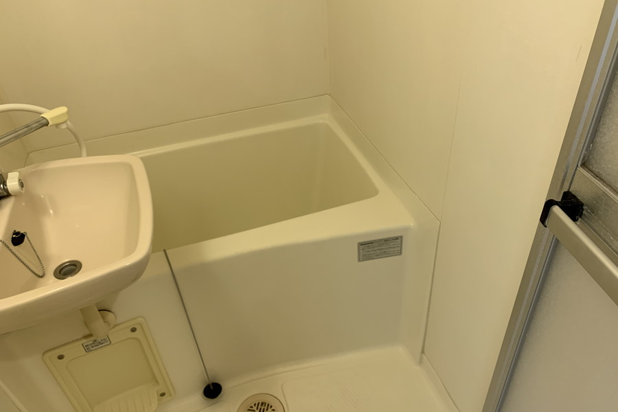 お風呂はコンパクトサイズながら浴室乾燥機能搭載の優れもの!