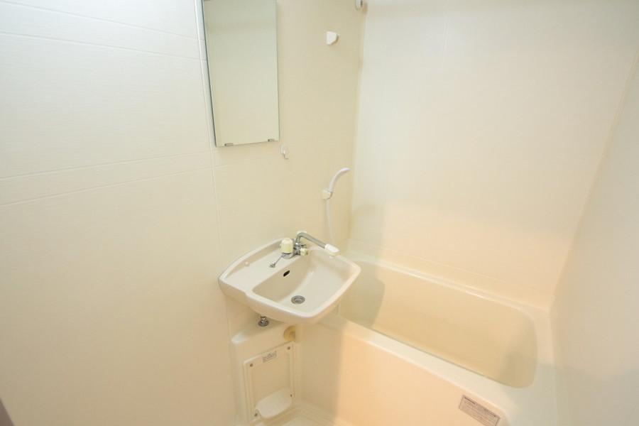 清潔感あるバスルームは浴室乾燥機能付き