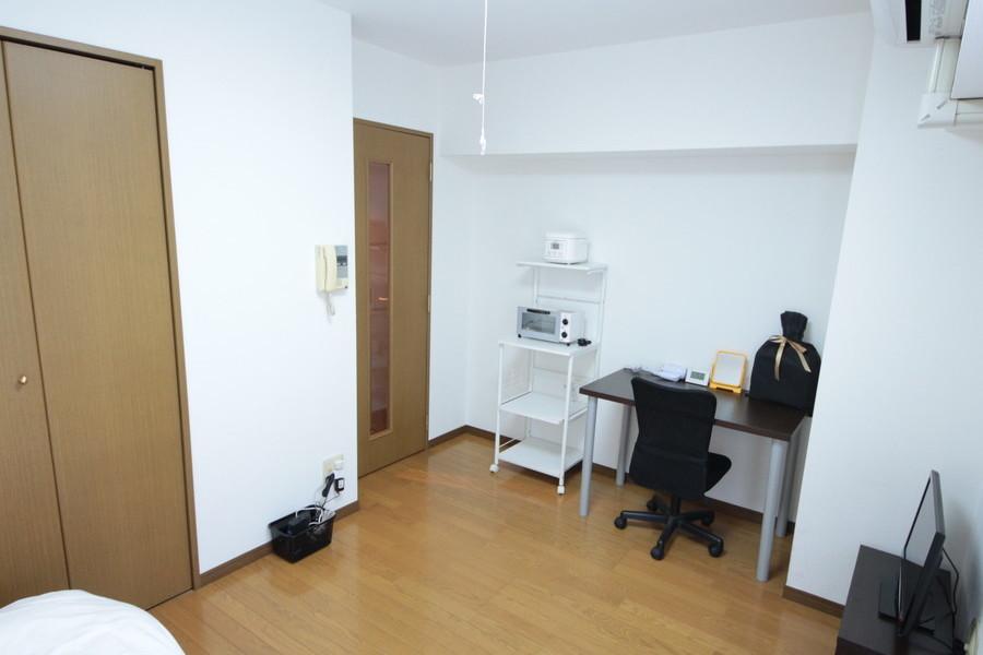 ひとり暮らしにはちょうどよい広さの室内。クローゼットで収納面もバッチリ