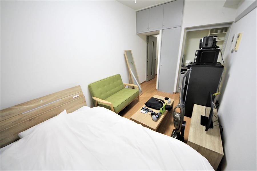 ベッドはゆったりお休みいただけるセミダブルサイズをご用意しています