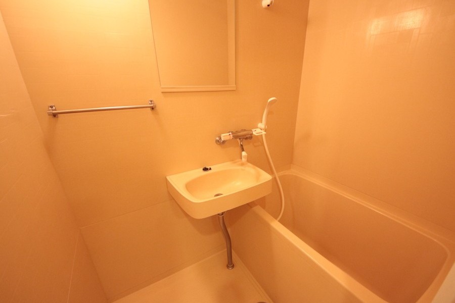 シンプルで使いやすいバスルーム